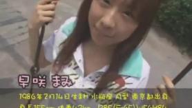 Pequeña colegiala asiática toma BBC por su coño afeitado en el vestuario
