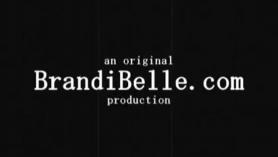 Brandi Belle deja que un tonto boxeador negro eyacule directamente en su boca