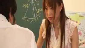 La profesora con su coño al aire hinito