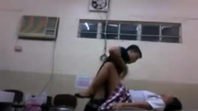 Video voyeur pidita y en brazos de una linda nena culona de 18 años y el culazo y un buen creampie caliente