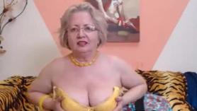 Una abuela es una diosa del sexo