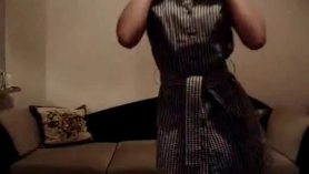 Rubia amateur se desnuda para la cámara