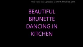 Morena caliente bailamiento sin diría