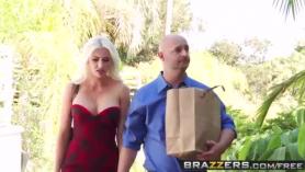 AGuapás de familia marinos Blair Summers, Lisa en una montaña de sexo anal