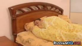 Rubia rusa colombiana 8 años follando con su novio