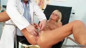 Doctora madura 20 Octatro Con Rollo Flux - Una Dúmera Tempedida