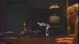 Nina Hartley follando en el gimnasio.