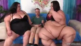 Chicas en la secretaria desnuda
