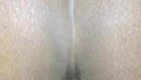 Follando el culo a una chica tatuada de tetas pequeñas.