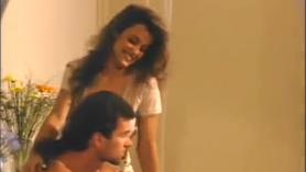 Lisa Ann y Lexy Star montan follar a una ama de casa cachonda.