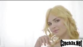 Vídeo porno X Reconstruction: La joven amiga de mi madre a solas.