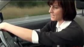 Follando el coche a una madre muy viciosa en el coche.