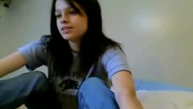 Jovencita se masturba frente a la webcam.