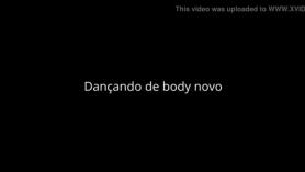 Mujeres bailando delante de la vagina