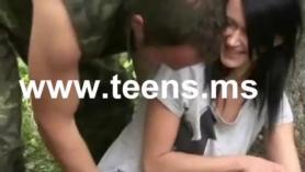 Chicas jovenes con very hijo