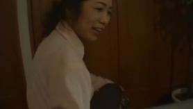Hijastra japonesa realiza una lección sexual Hentai 4K.