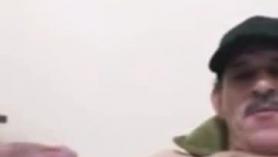 Zorra rubia muy cachonda masturbándose en sus folladas.