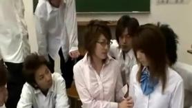 Profesora asiática prefiere el amor.