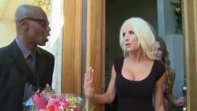 Vídeo de interracial porno.
