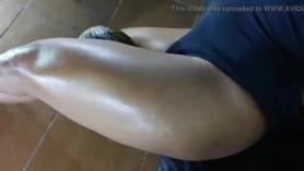 Hombre teniendo sexo fuerte si la vailina