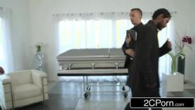 Papa viola enfuneral xxx