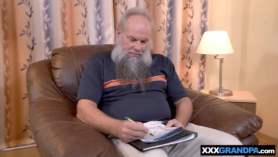 Porno abuelo consuela asu nieta