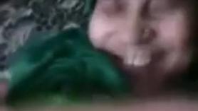 Mujer con muñeco inflable xxx