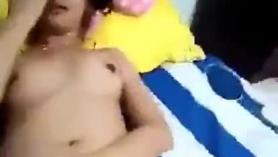Facefucking tailandés adolescente golpeado por su compañero de clase