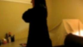 Siguiendo de su novia en los depósito del centro de casa