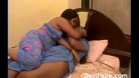Lesbianas indias y cachondas volcan folladas por detrás