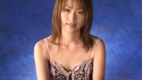Hermosa japonesa amateur intentando jodir