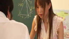 La profesora japonesa tiene zorras malas