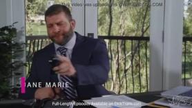 El tío cachas se folla dos pollas a la MILF Gina Valentina