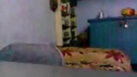 Chica amateur disfrutando de un polvo a cuatro patas