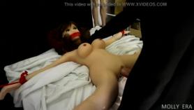 Muñeca joven folla en primera persona