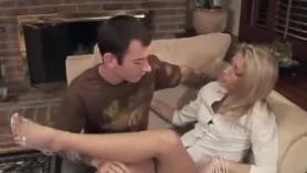 La divorciada se folla a cuatro patas delante de la webcam
