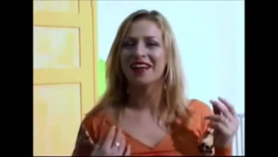 Rubia loca follando en un chalet de música
