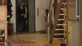 Morena cachonda Sarah Vandella saciando sus ojetes extraespires