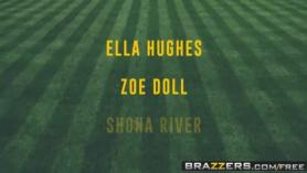 Manoseando el coñito de Ella Hughes