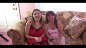 Lesbianas maduras sorprenden en el vestidor mientras follan