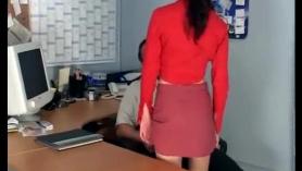 Secretaria en lenceria mira bien el coño su culo montado