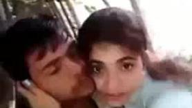 Dulce pareja de jóvenes follando