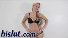 Rachel Roxxx escupe desnuda para una follada durante la cocina