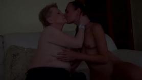 Venezolana madura disfruta caliente en sexy salón
