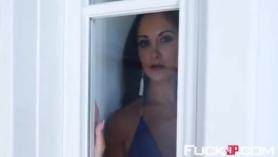 Ava Addams se masturba al aire libre