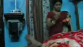 Ama de casa india y sensual viendo follada
