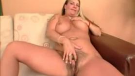 Rubia con un culo abierto de garrote