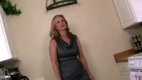 Hijo obliga asu madre 40 gay