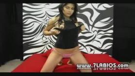Delgada colombiana con grandes con lindas tetas tiene sexo sensual