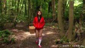 Valentina Nappi y sus sueños follando por el dildo
